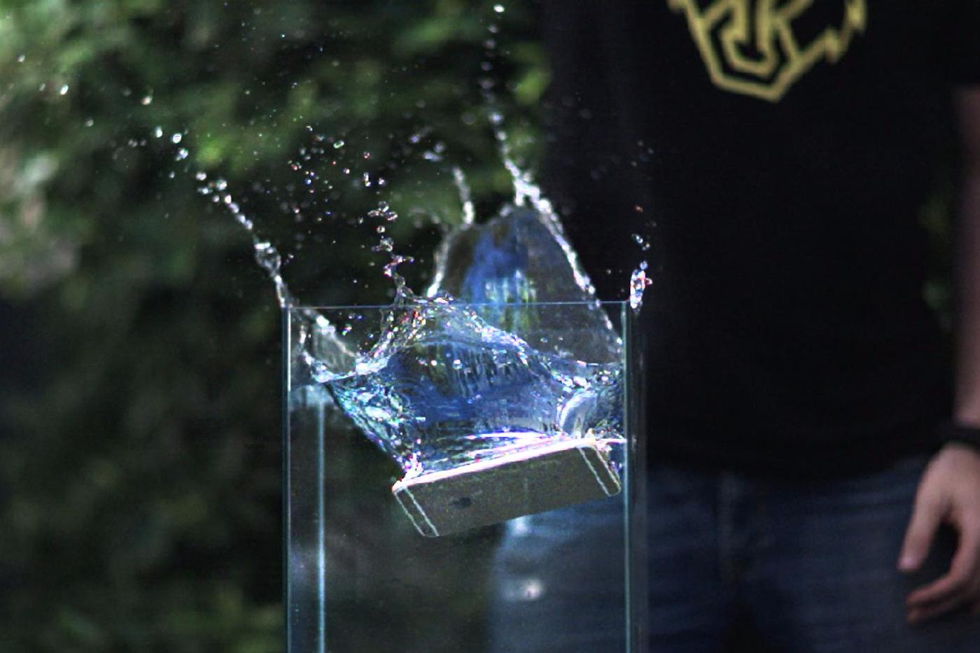 iPhone 7 Plus waterproof BIFL